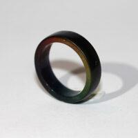 Zwarte ring met regenboog binnenzijde